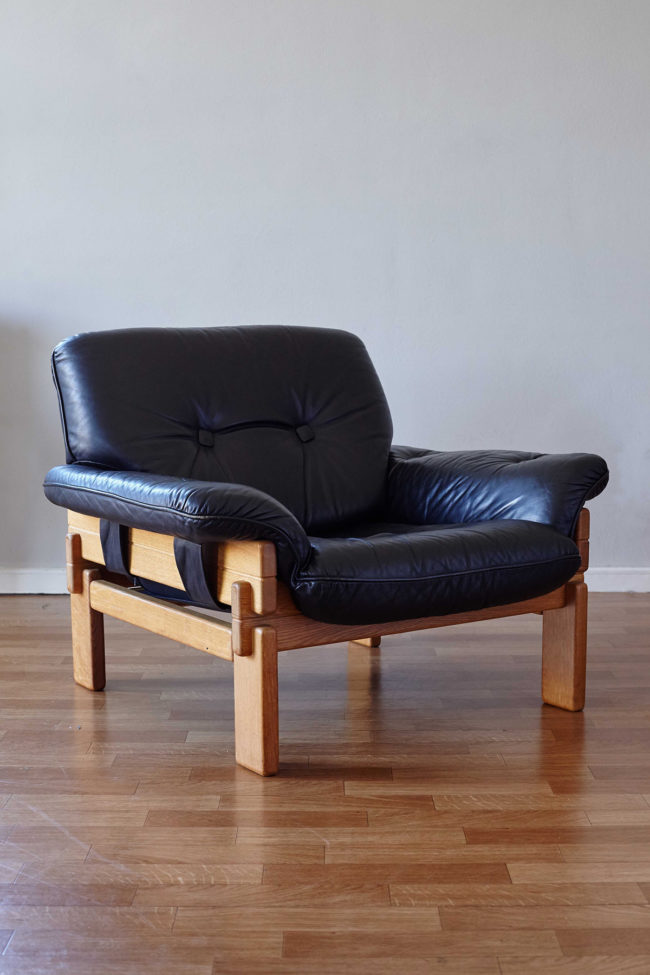 Brazilian armchair in wood and black leather