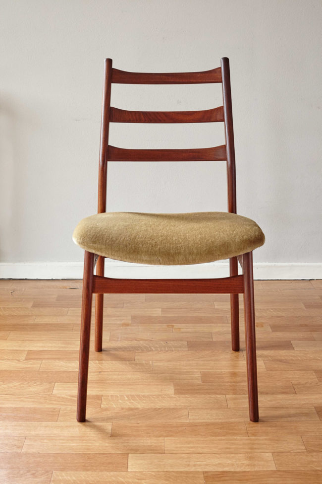 Front of Casala dining chair with velvet upholstery