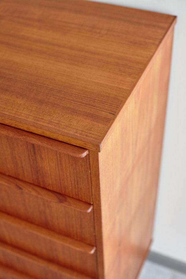 Drawer details of Danish 6 drawer dresser