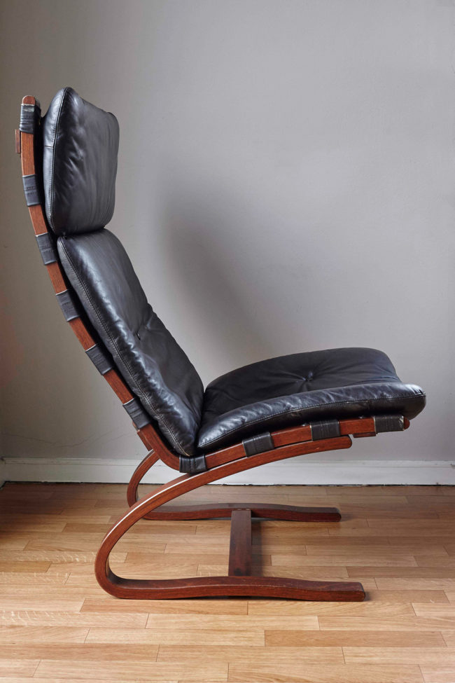 Profile of Swedish design black leather lounger by Knudsen