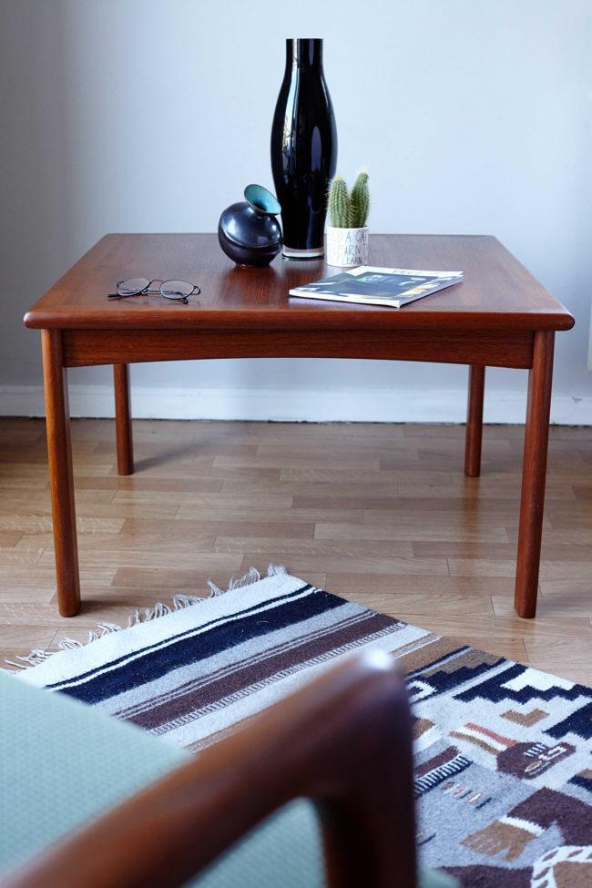 Dyrlund teak coffee table in a room