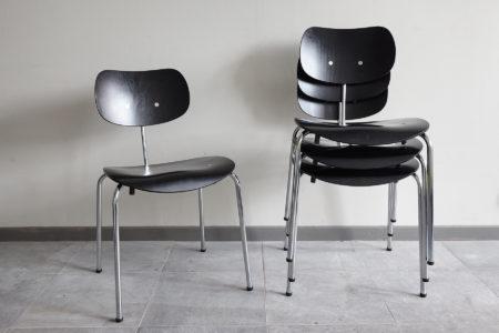 4 Egon Eiermann Wilde Spieth SE68 chairs stacked