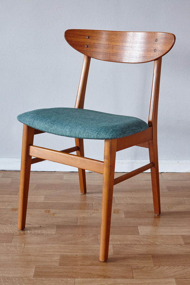 Front view of Farstrup dining chair at an angle