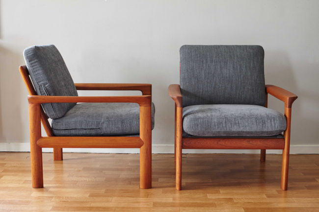 2 Komfort chairs, profile and front