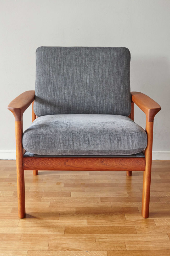 Front view of Komfort chair
