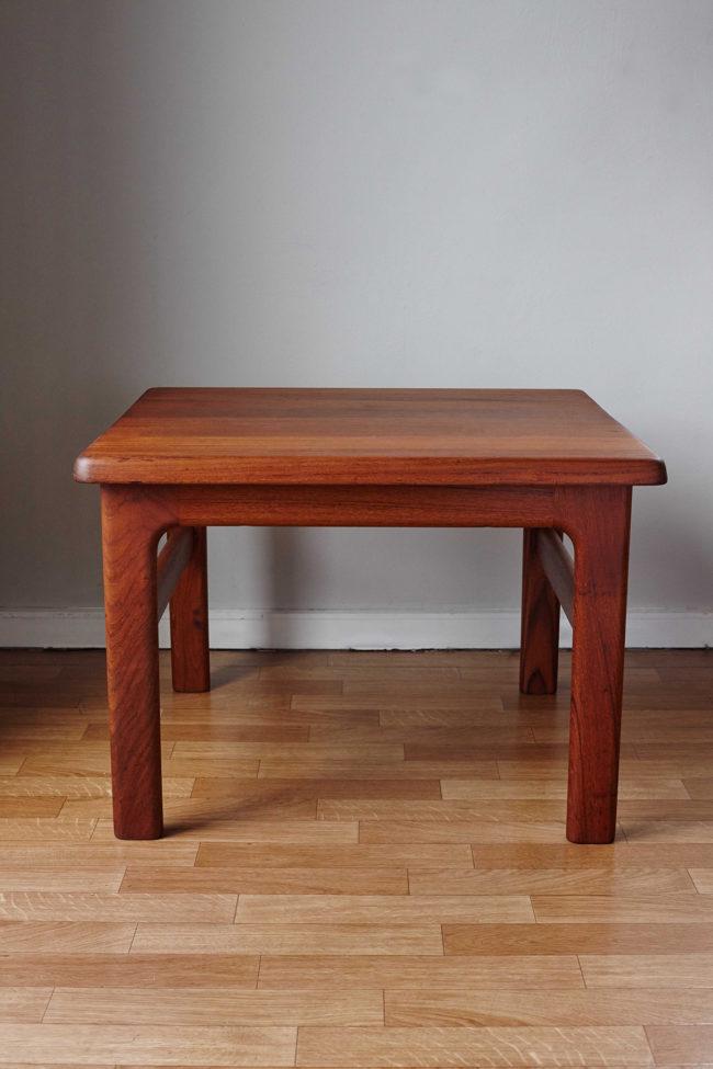 Niels Back side table