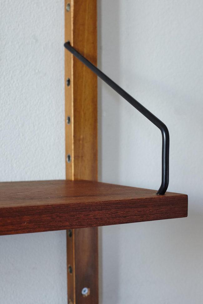 Bracket details of Poul Cadovius Royal shelf