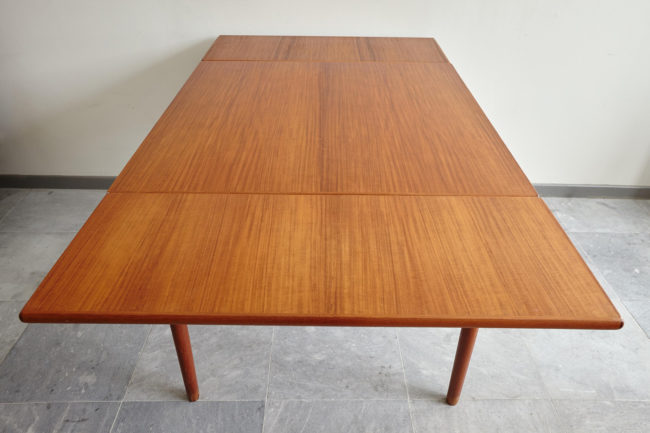 Full opened Compact teak dining table